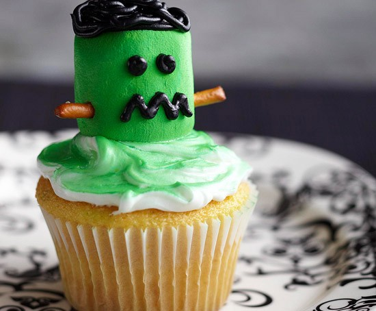 Halloween-Treats-Marshmallow-Frankenstein-Cupcake